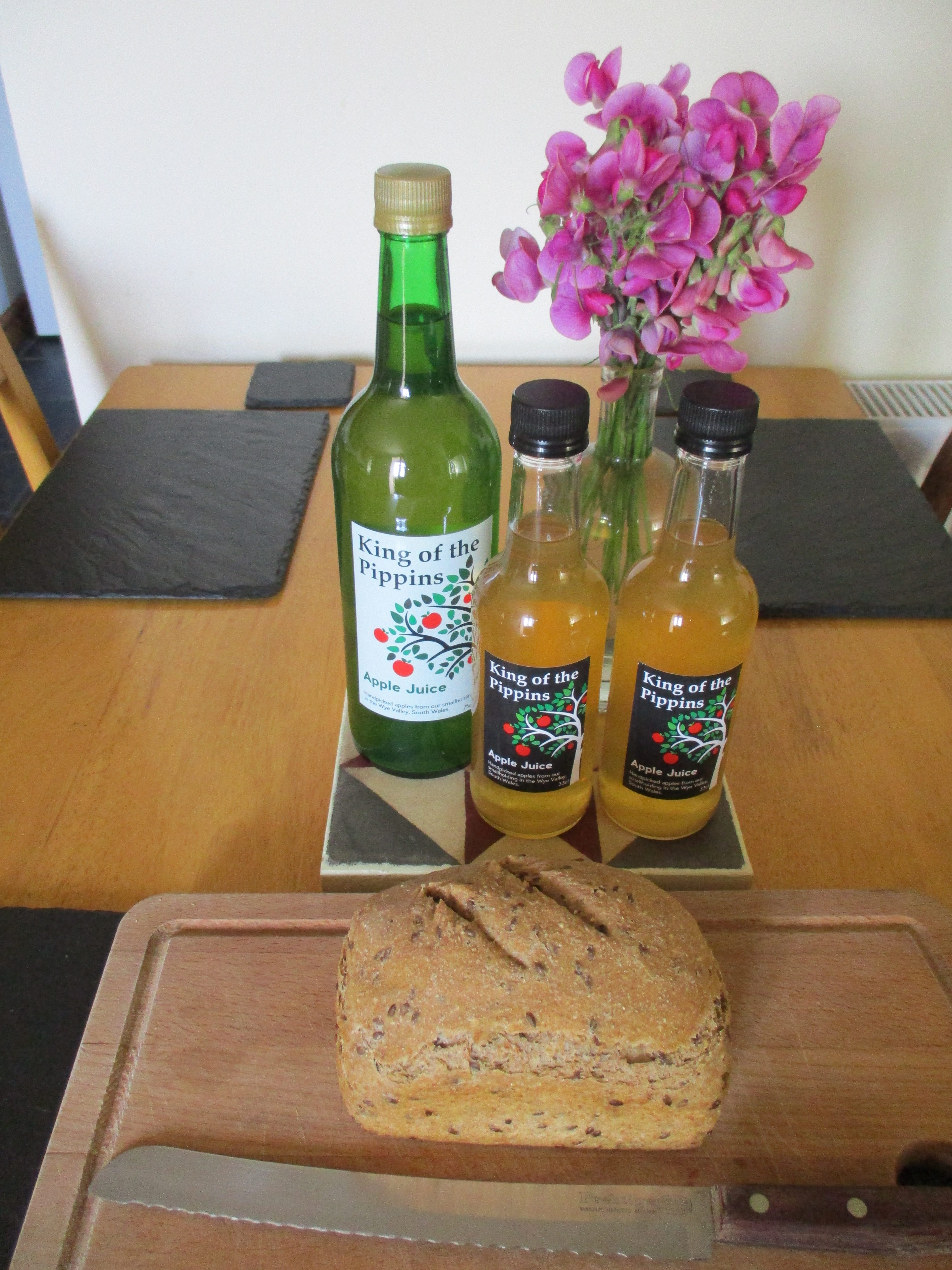 We welcome guests with complimentary home-made bread and apple juice from our orchard